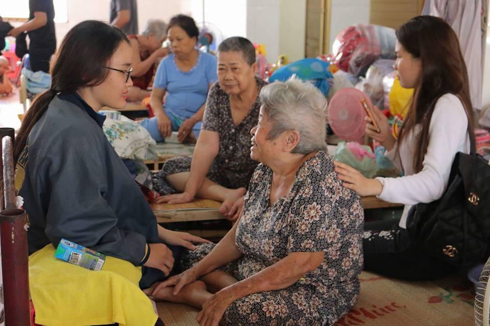 Sinh viên Cao đẳng Việt Mỹ đi thiện nguyện chia sẻ