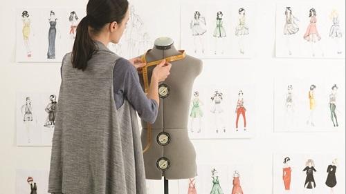 Một nhà thiết kế thời trang chuyên nghiệp cần rất nhiều yếu tố quan trọng