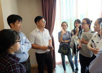Sinh viên phỏng vấn cán bộ Đào tạo tại tại Khách sạn Mường Thanh Holiday (Mũi Né)