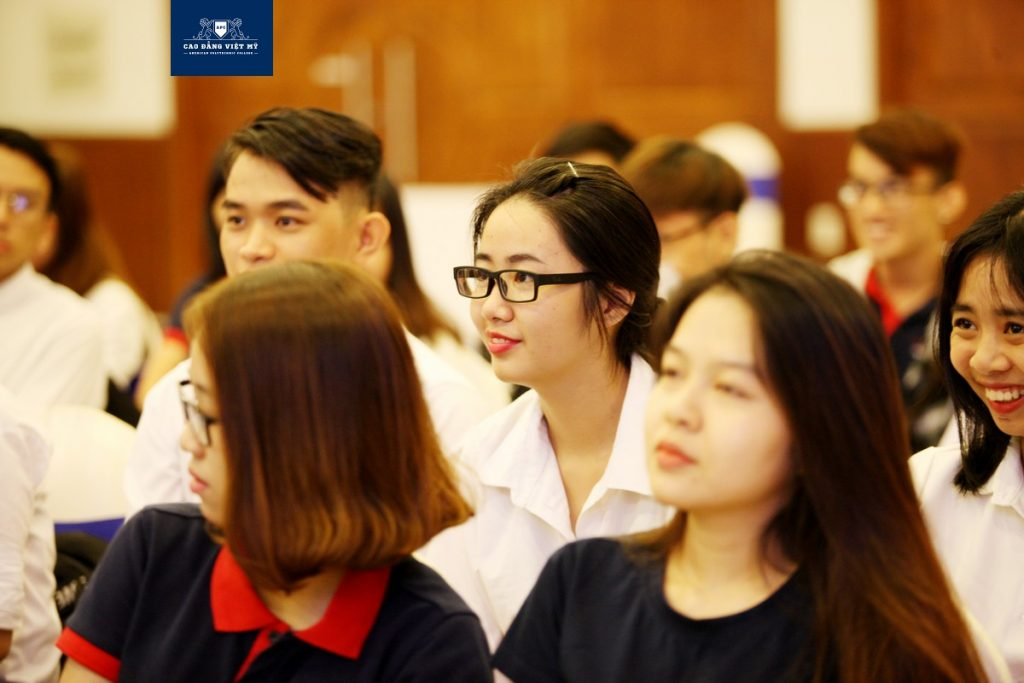 Sinh viên việt mỹ tham quan kiến tập tại im group