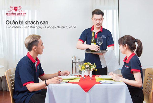 Học nghề quản trị nhà hàng khách sạn với đào tạo kiến thức và chuyên môn.