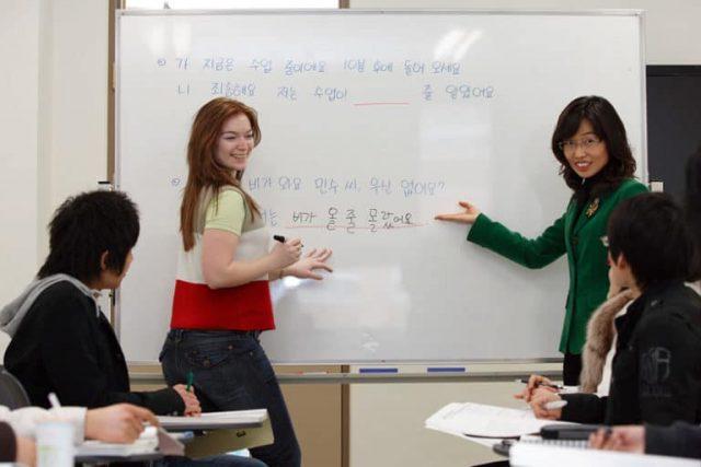 Học Tiếng Hàn xong làm gì? Đây nhiều băn khoăn của học sinh và phụ huynh.