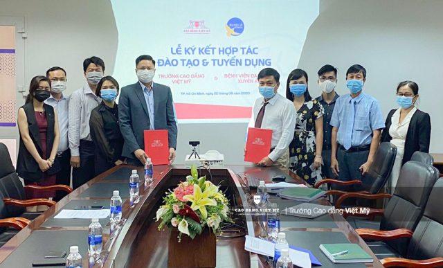 Cao đẳng Việt Mỹ ký kết hợp tác với bệnh viên đa khoa Xuyên Á tạo điều kiện sinh viên thực tập và làm việc.